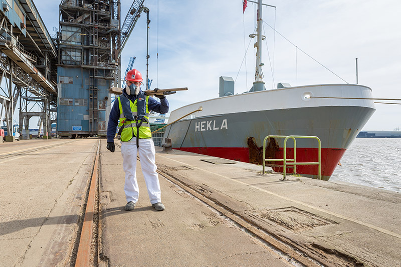 a port operator in front of vessel HEKLA
