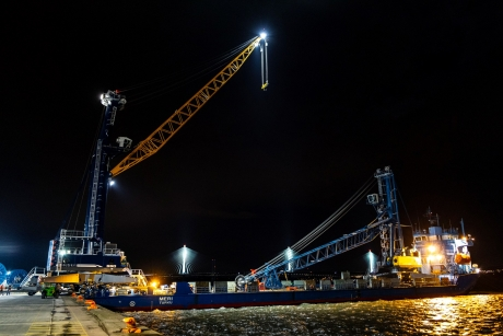 Port of Rosyth welcomes new Liebherr Harbour Mobile Crane